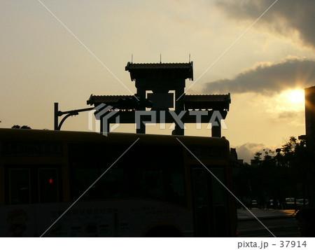 夕日とお寺