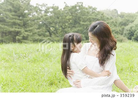 359239 スキンシップ 親子 ふれあいの写真 画質確認    スキンシップ 親子 ふれあいの