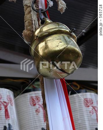 神社の鈴の写真素材