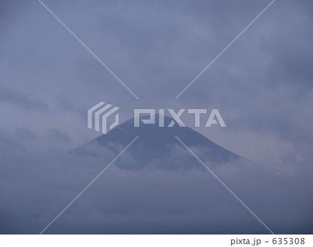 雲間の富士 635308   水墨画 山の写真素材