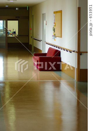 老人福祉施設の廊下 653951  老人福祉施設の廊下 画質確認   老人福祉施設の廊下の写真素