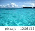 エメラルドブルーの海