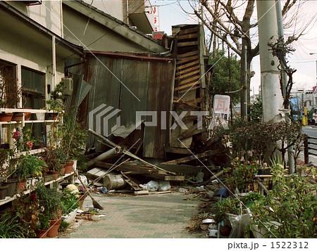 阪神大震災 1522312  阪神大震災  サムネイル表示に戻す 画質を確認 阪神大震災の写真素