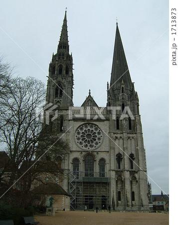 シャルトル大聖堂 正面 1713873  シャルトル大聖堂 正面  サムネイル表示に戻す  シャ