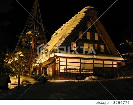 照片: 人字形木屋顶 茅草屋顶 建筑