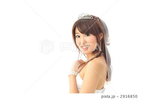 純白のウエディングドレスを着た女性 2916850  純白のウエディングドレスを着た女性  純白