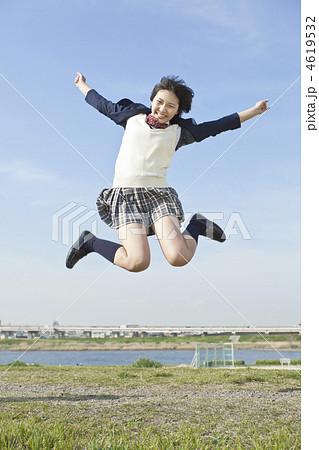 ジャンプする女子高校生 4619532 ジャンプする女子高校生の写真素材 [4619532] -