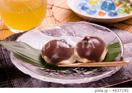 和菓子の不味さは異常 こんなの食ってるのネトウヨだけだろ