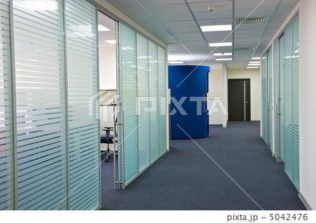 事務室 官職 オフィスの写真 画質確認   事務室 官職 オフィスの写真素材 [5042476]