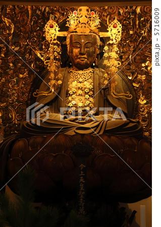 宝冠釈迦如来坐像 5716009 宝冠釈迦如来坐像の写真素材 [5716009] - PIXTA