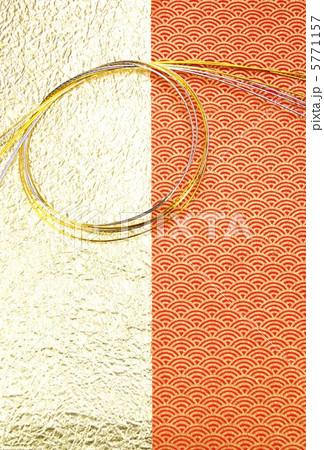 照片: 年贺背景素材鳞模様赤柄と金无地2种等分に水引下向き縦位置ハ