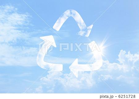 雲のリサイクルマーク 6251728 イラスト素材: 雲のリサイクルマーク 雲のリサイクルマーク