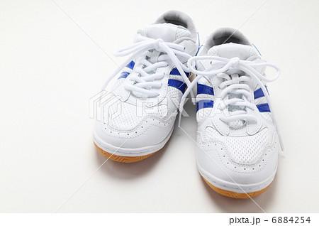 運動靴 運動靴 運動靴を履いた女性    運動靴の写真素材