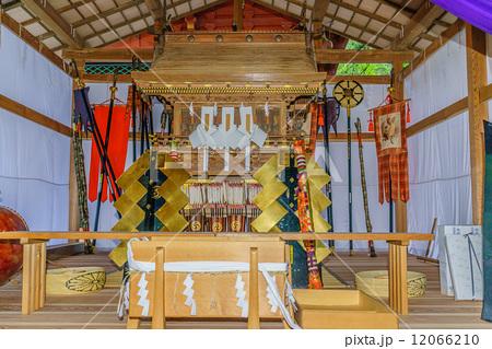 御船祭の際行宮に安置された鹿島神宮の神輿 12066210   神輿の写真素材