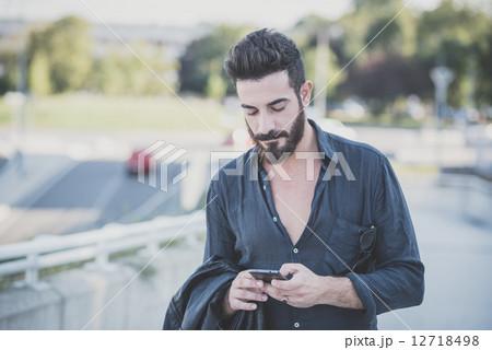 Yシャツ シャツ スマートフォン 12718498   Yシャツの写真素材
