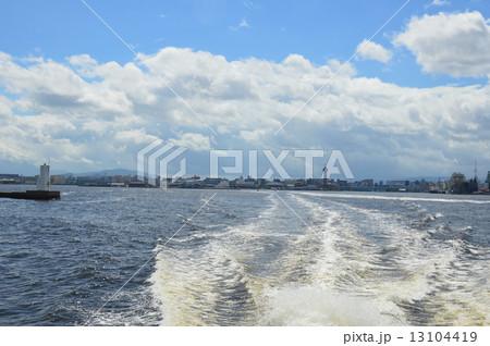 船の航跡(博多湾/福岡県福岡市) 1310441... 船の航跡(博多湾/福岡県福岡市)の写真素