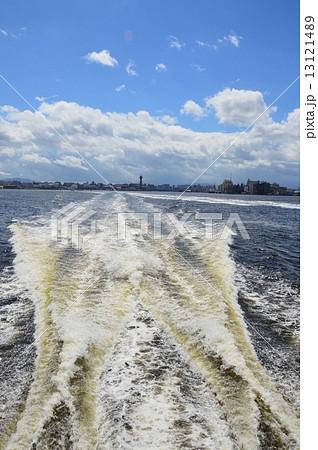 船の航跡(博多湾/福岡県福岡市) 1312148... 船の航跡(博多湾/福岡県福岡市)の写真素