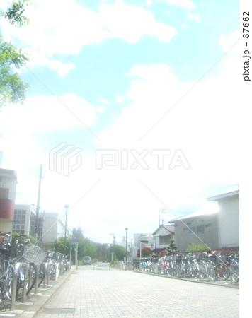 自転車の 自転車の写真 : 自転車置き場の写真素材 [87662 ...