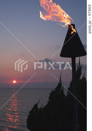 トーチと沈む夕日 97869