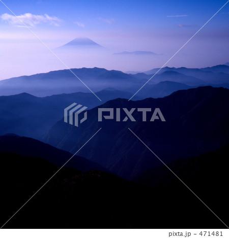 富士に連なる山なみ 471481