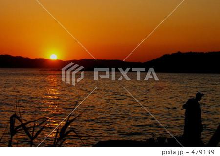 夕陽と釣り人 479139