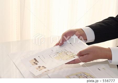 営業マン 建設・住宅 スーツ 手 1 556777