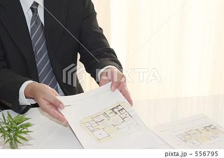 営業マン 建設・住宅 スーツ 2 556795