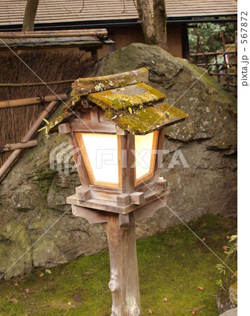 木の灯籠 567872