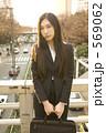 若い女性 スーツ 女の写真 569062