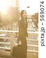 スーツ 女 20代の写真 569074