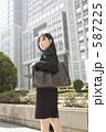 若い女性 スーツ 女の写真 587225
