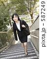 若い女性 スーツ 女の写真 587249
