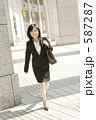 若い女性 スーツ 女の写真 587287
