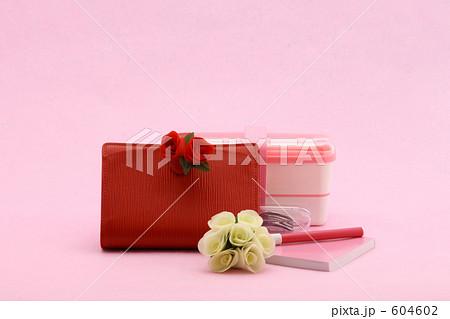 ビジネスアイテム 赤い手帳とお弁当箱 604602