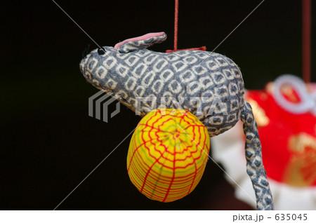 伊豆稲取「雛のつるし飾り」の「俵ねずみ」。俵は五穀豊穣、ネズミは大黒天のつかい&多産で子孫繁栄。 635045