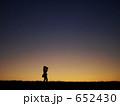夕暮れのカメラマン 652430