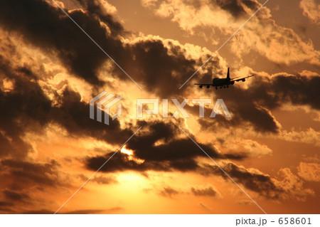 夕日と飛行機 658601