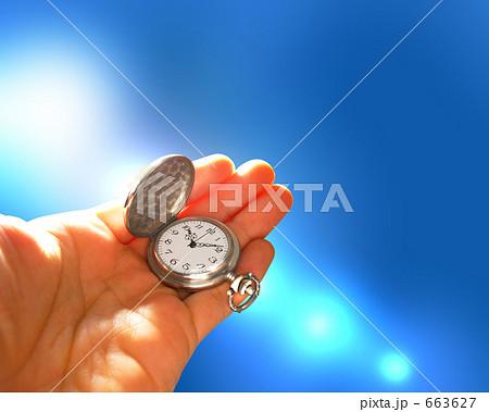 時のイメージ 手のひらの懐中時計 663627