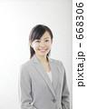 スーツ 女 20代の写真 668306
