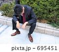 落ち込む 方を落とす ビジネスマンの写真 695451
