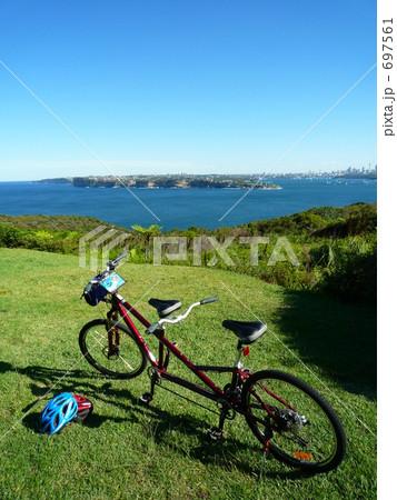 自転車の 自転車 親子乗り : 二人乗り自転車の写真素材 ...