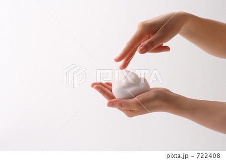泡と女性の手の表情 クレンジング・スキンケア 722408