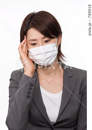 マスクをするビジネスウーマン 789918