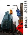 道路標識 ビル 建物の写真 803588