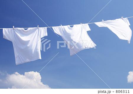 青空に干した白い洗濯物 Tシャツ 806311