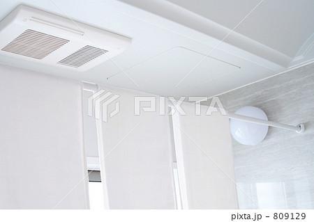 バスルームの洗濯物 浴室乾燥 809129
