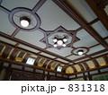 レトロな建物の天井 831318