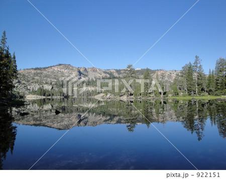 写真素材: 湖面に映える