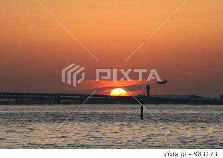 夕日の当たる海面 983173