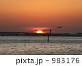 夕日の当たる海面 983176
